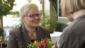 Minna Sirnö kruunattiin eduskunnan peukkukuningattareksi.