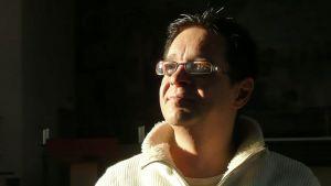 Hannu Friman paneutuu poromiehen rooliin Nilssan Jussan usko-monologissa.