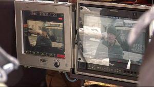 Näyttelijän kuva näkyy kameran näytöllä.