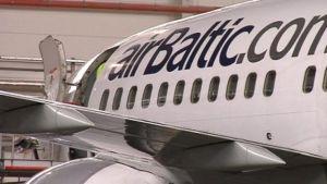 Latvialainen Air Baltic.