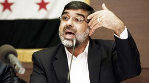Syyrian ihmisoikeusjärjestön puheenjohtaja Ammar Kurabi puhui Syyrian oppositioryhmien aiemmassa tapaamisessa Istanbulissa 17. maaliskuuta 2012.