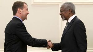 Venäjän presidentti Dimitri Medvedev ja YK:n pääsihteeri Kofi Annan tapasivat Soulissa Etelä-Koreassa.
