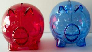 Sininen ja punainen säästöpossu