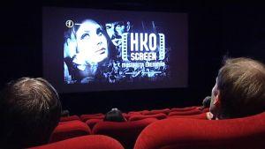 Huhtikuun puolestavälistä alkaen elokuvateattereissa voi katsella HKO:n konsertteja.