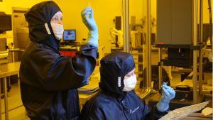 Fotoniikkakomponenttien laaduntarkkailua Nanocompin tiloissa