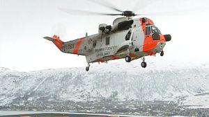 Pelastushelikopteri laskeutumassa