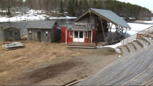 Möhkön kesäteateatterin katsomo ja lava keväällä 2008.