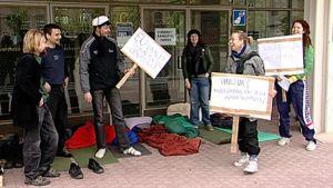 Opiskelijat jonottivat EU-ennakkoäänestykseen Tampereen virastotalon edessä
