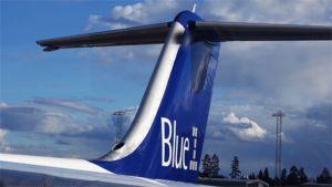 Blue1-lentoyhtiön koneen pyrstö.