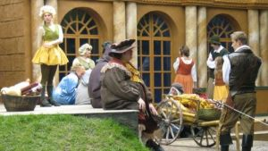 Muskettisoturien matkassa pääsee aistimaan 1600-luvun eleganssia Vartiovuorella.