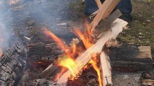 Kokkojen ja avotulen teko luontoon on metsäpalovaroituksen aikaan kielletty.