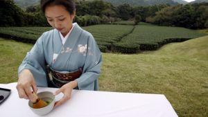Japanilaisessa teeseremoniassa nautitaan vihreää teetä.