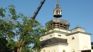 Teijon kirkon tornin nosto onnistui.
