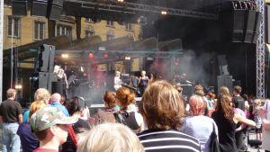 Lissut vetivät Rotuaarille runsaasti yleisöä.