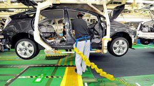 Prius-hybridiautoa kootaan Toyotan tehtaassa Toyotan kaupungissa, Japanissa.