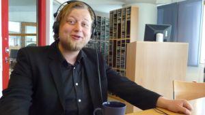 Teatteriohjaaja Lauri Maijala on vienyt Tsehovin klassikon mustan farssin suuntaan.