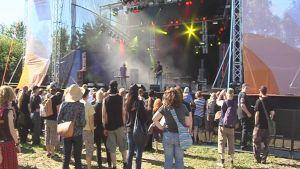 Qstockin yleisöä kesällä 2008.