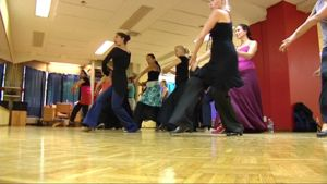 Tamperelaisia tanssijoita flamenco -kurssilla.