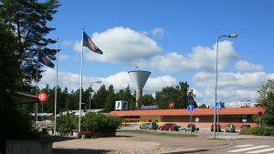 Elimäen keskustaa, Osuuspankki, Ympäristön kauppa ja vesitorni