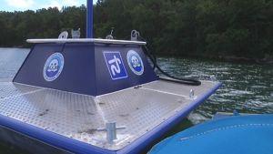 Veneilijät voivat tyhjentää käymäläjätteensä kelluviin tyhjennystankkeihin Saaristomerellä.