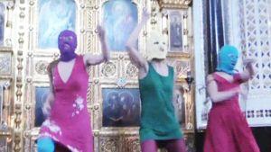 Pussy Riot teki musiikki-iskun Moskovan Pyhän Vapahtajan kirkkoon helmikuussa 2012.