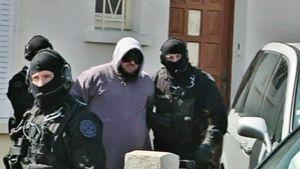 Ranskan poliisi pidätti epäiltyjä perjantaina 30. maaliskuuta 2012.