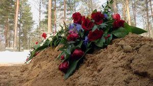 Kukkia haudalla