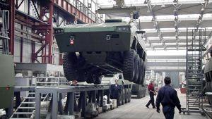 AMV-vaunuja valmistetaan Djuro Djakovic -yhtiön tehtailla Slavonski Brodissa Kroatiassa.