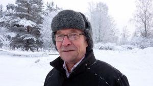 Matti Paasonen ennustaa, että karvahattua tarvitaan vielä helmikuussa.