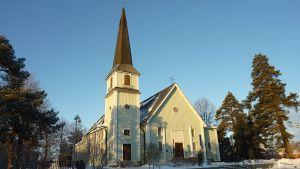 Riihimäen kirkko talvella