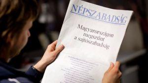 Unkarilaisen sanomalehden etusivulla kritisoidaan uutta medialakia.