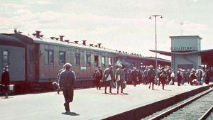 Pikajuna lähdössä Leningradiin jatkosodan aikana.