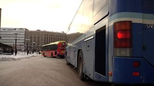 Busseja Helsingin Elielinaukiolla.