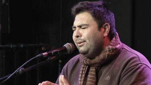 Antonio Campos laulaa