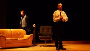 """Keijo Kumanto ja Tomi Leinonen Haminan teatterin näytelmässä """"Tango on intohimoni""""."""