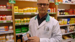 Apteekkari Pekka Paananen muistuttaa, että yksityishenkilöt eivät tarvitse joditabletteja.