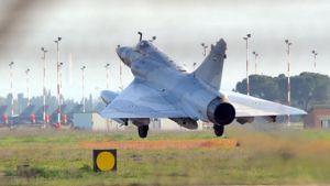 Arabiemiraattien hävittäjä laskeutui Naton tukikohtaan Sardiniaan sunnuntaina 27.3.