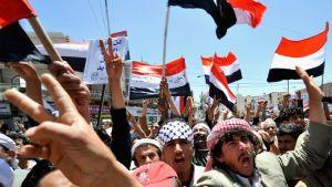 Hallituksenvastaiseen mielenosoitukseen osallistuvia jemeniläisiä Sanaassa Jemenissä.