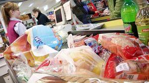 Juhannuksen ruokaostoksia voi tehdä vielä huomenna puoleen päivään asti.