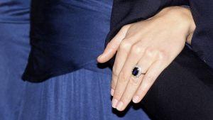 Kate Middletonin kihlasormus.