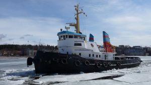Hinaaja-jäänmurtaja Iso-Pukki on varma kevään merkki monelle Lappeenrannassa.