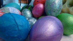Pääsiäismunia kasassa.