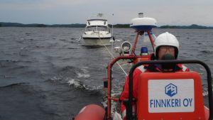 PV Finnkeri hinaustehtävässä Pihlajavedellä.