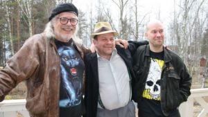 Kirjailija Heikki Turunen, näyttelijä Tapio Kärkkäinen ja ohjaaja Petteri Wirkkala.