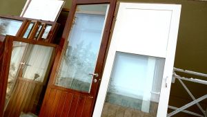 ovia ja ikkunoita