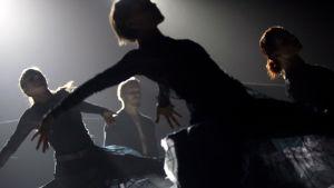 Tero Saarisen tanssiteos Borrowed Light