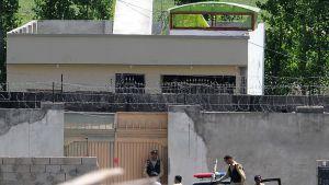Pakistanin armeijan sotilaat vartioivat rakennusta, jossa Osama bin Laden piilotteli Pakistanin Abbottabadissa.