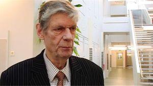 Professori Tauno Tiusanen.