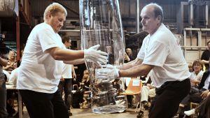 Olutlasia nostetaan lasitehtaalla