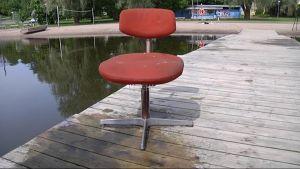 Ilkivalta on yksi uimarannan uhka. Pelastuslaitoksen sukeltajat käyvät uimarannat läpi, ettei talven jäljiltä löydy ikäviä yllätyksiä. Möysän uimarannasta ongittiin viime keväänä tuoli.